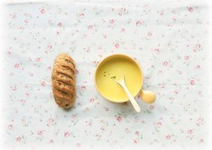 パンとスープの写真素材 [FYI03911412]