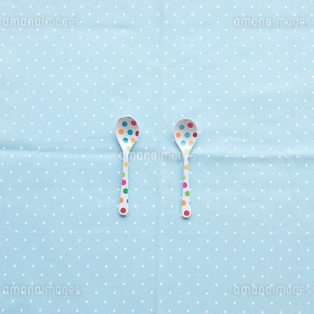2つのスプーンの写真素材 [FYI03911414]
