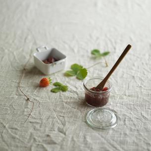 イチゴとジャムの写真素材 [FYI03911425]