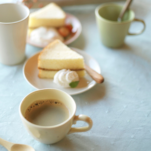シフォンケーキのあるティータイムの写真素材 [FYI03911449]