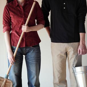 新生活を始めるカップルの写真素材 [FYI03912755]