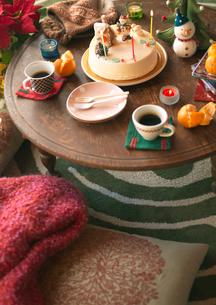 ちゃぶ台の上のクリスマスの写真素材 [FYI03912957]