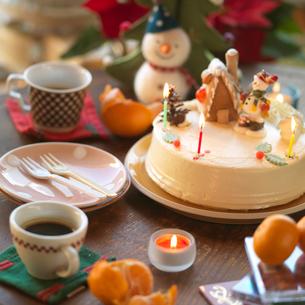 ちゃぶ台の上のクリスマスの写真素材 [FYI03912959]