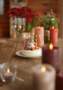 テーブルの上のクリスマスの写真素材 [FYI03913056]