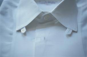 白シャツの写真素材 [FYI03913845]