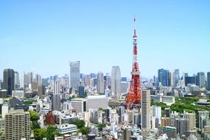 麻布十番から見た東京タワーと虎ノ門ヒルズの写真素材 [FYI03913878]