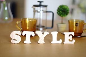 テーブルに置かれた積み木文字STYLEの写真素材 [FYI03913901]