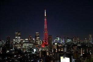 麻布十番からの東京タワーの写真素材 [FYI03913918]