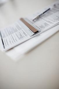 書類と定規とペンの写真素材 [FYI03916082]