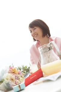 笑顔の女性の写真素材 [FYI03916356]