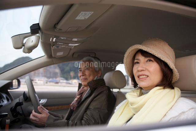 車の中の男性と女性の写真素材 [FYI03916666]