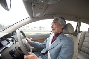 運転をする男性の写真素材 [FYI03916719]