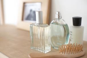 ブラシや香水等の写真素材 [FYI03916858]