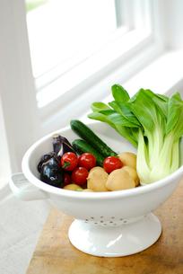 ボウルの中の野菜の写真素材 [FYI03917197]