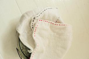 バケツの上の雑巾の写真素材 [FYI03917965]