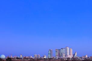 名古屋駅周辺の高層ビルと町並み 夜景の写真素材 [FYI03919122]