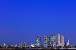 名古屋駅周辺の高層ビルと町並み 夜景の写真素材 [FYI03919163]