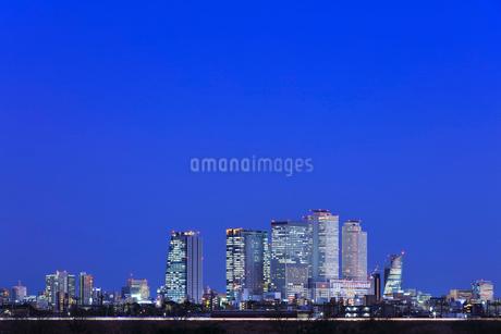 名古屋駅周辺の高層ビルと町並み 夜景の写真素材 [FYI03919188]