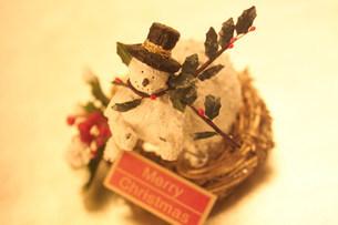 スノーマンのクリスマスイメージの写真素材 [FYI03920640]
