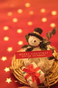 スノーマンのクリスマスイメージの写真素材 [FYI03920644]