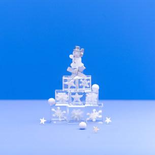 スノーマンのクリスマスイメージの写真素材 [FYI03920685]