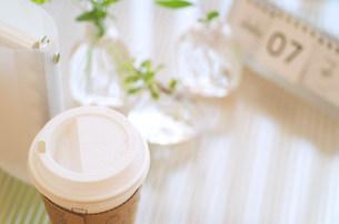 テイクアウトのコーヒーの写真素材 [FYI03921325]