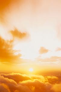 乗鞍岳から望む日の出の写真素材 [FYI03921709]