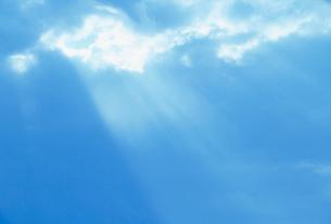 雲間の光芒の写真素材 [FYI03921764]