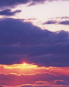 雲海と朝日の写真素材 [FYI03922522]