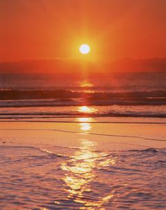 海と夕日の写真素材 [FYI03922576]