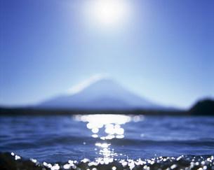 富士山と湖の写真素材 [FYI03922945]