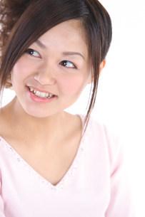 笑っている女性の写真素材 [FYI03923581]