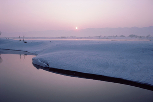 信濃川の朝景の写真素材 [FYI03923766]