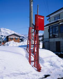 豪雪地帯の消火栓の写真素材 [FYI03924180]