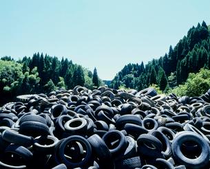 タイヤ(産業廃棄物)の写真素材 [FYI03924603]