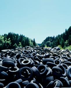 タイヤ(産業廃棄物)の写真素材 [FYI03924604]