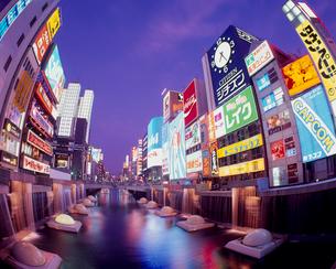 道頓堀 夜景の写真素材 [FYI03924687]