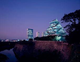 大阪城と大阪ビジネスパーク 夜景の写真素材 [FYI03924690]