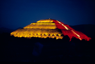 テオティワカン遺跡 太陽のピラミッドの写真素材 [FYI03924698]