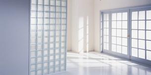 ドアから入る光の写真素材 [FYI03924995]