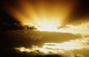 雲と光イメージの写真素材 [FYI03925505]