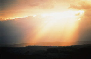 雲と光イメージの写真素材 [FYI03925507]
