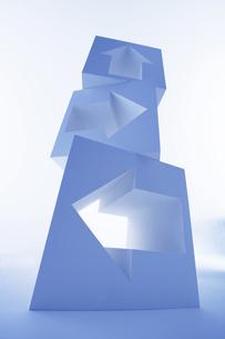 矢印のオブジェの写真素材 [FYI03927322]