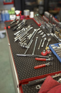 ガレージに並んだ工具の写真素材 [FYI03928070]