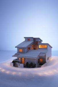 家の模型と光の写真素材 [FYI03928265]