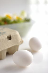 卵とサラダの写真素材 [FYI03929287]
