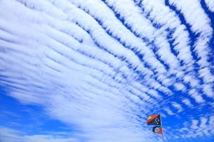 螺旋状の雲とパプアニューギニア国旗の写真素材 [FYI03929573]