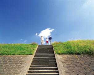 階段の家族の写真素材 [FYI03929618]
