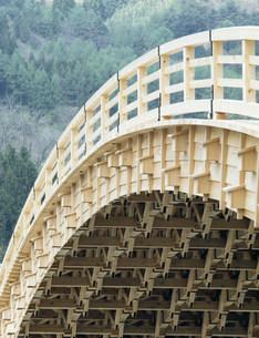 奈良井宿 アーチ型木橋の写真素材 [FYI03930050]