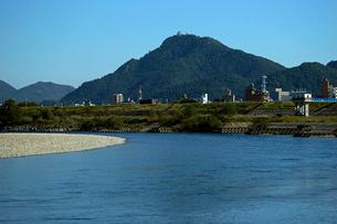 長良川と金華山・岐阜城の写真素材 [FYI03930303]